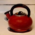 「煮え湯を飲まされる」の誤用と正しい意味と ~誰に煮え湯を飲まされるのか
